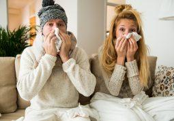 Šmrcanje, grlobolja i promuklost mogu se ublažiti čajem ili inhalacijom