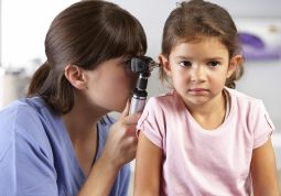Zašto su upale uha češće kod djece nego kod odraslih