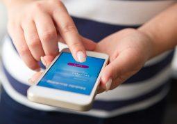 plava svjetlost iz mobitela može biti jednako štetna kao UV zračenje
