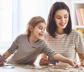 puzzle, majka, kćer, vježbanje pamćenja, trening za mozak