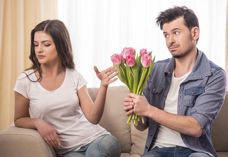 svađa, ljubavni par, oprost, cvijeće