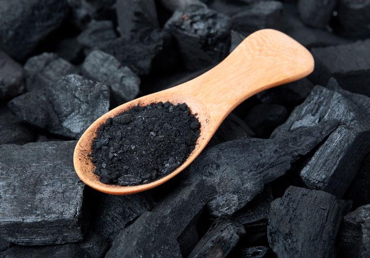 Aktivni ugljen u kozmetici: Zašto je dobro pougljeniti se