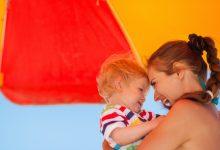 S djecom pod suncobranom: Kako pravilno zaštititi dječju kožu od sunca