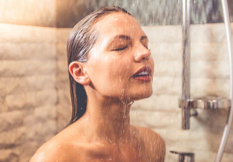 Je li mokrenje pod tušem higijenski?