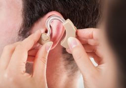 slušna rehabilitacija - slušno pomagalo može poboljšati sluh