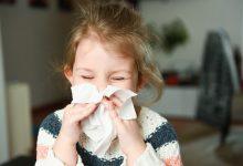začepljen nos i sluz iz nosa su simptomi prehlade kod mališana