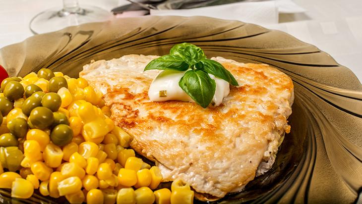 socna piletina s graskom i kukuruzom