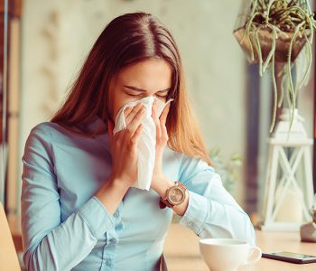 simptomi koronavirusa simptomi sezonskih alergija COVID-19 koronavirus