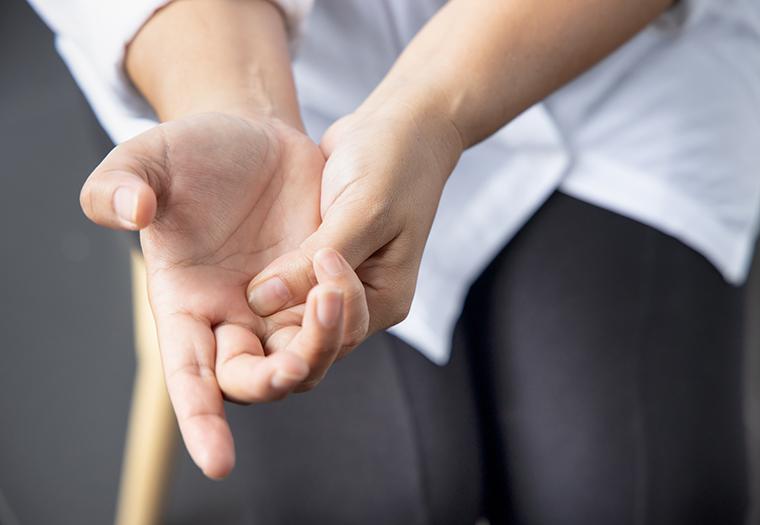 skljocavi prst zapinjanje prsta zvuk