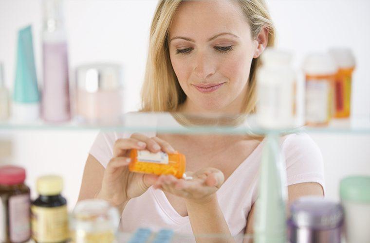 kucna ljekarna pribor i lijekovi za pružanje prve pomoci samolijecenje