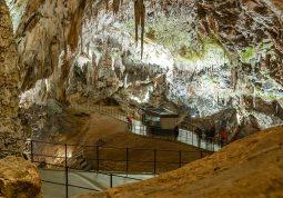 Postojnska jama Predjamski dvorac Trst