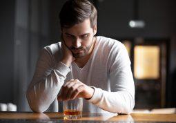 konzumacija alkohola tijekom pandemije COVID-19 koronavirus stres