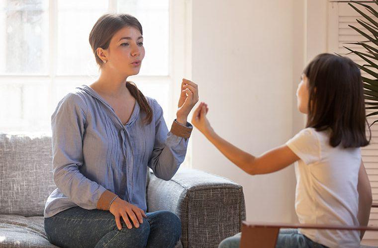 mucanje ili brzopletost nerazumljiv govor djeca logopedija
