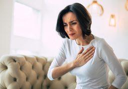 bol u prsima bol u prsnom kosu srcani udar simptomi napad panike