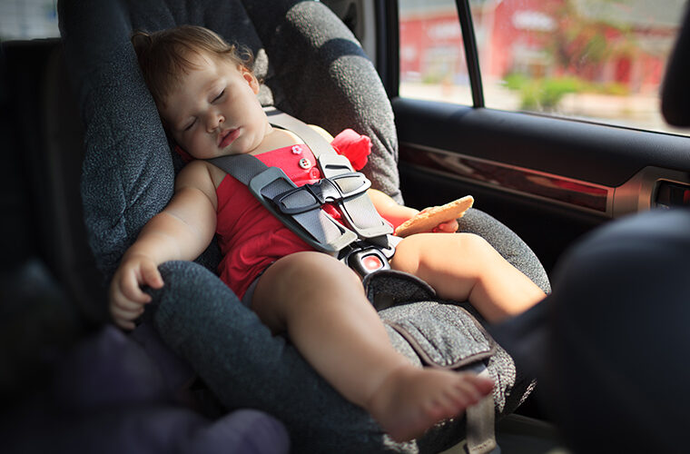 dijete u autu vrucine